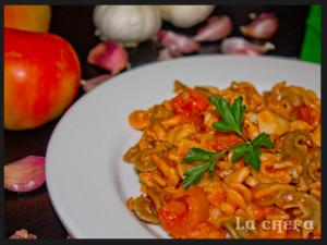 pasta-con-pollo-y-ajos-al-toque-de-albahaca2