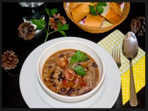alubias-negras-con-arroz-y-chorizo2